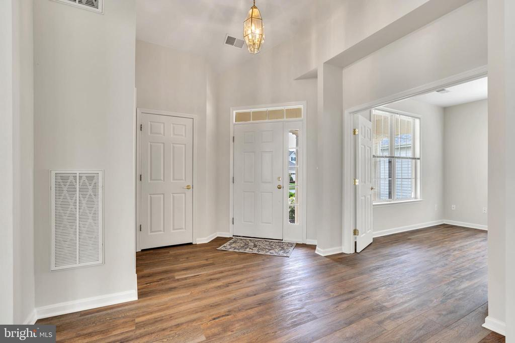 Sizeable Foyer with View of Office - 13206 TRIPLE CROWN LOOP, GAINESVILLE