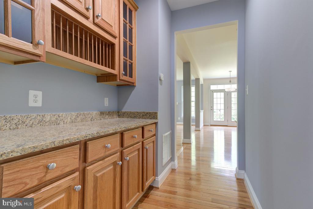 Butler's pantry - 23096 RED ADMIRAL PL, BRAMBLETON