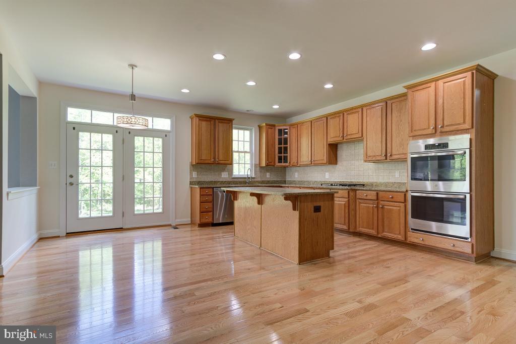 Kitchen with Brand-new Wooden fllor - 23096 RED ADMIRAL PL, BRAMBLETON