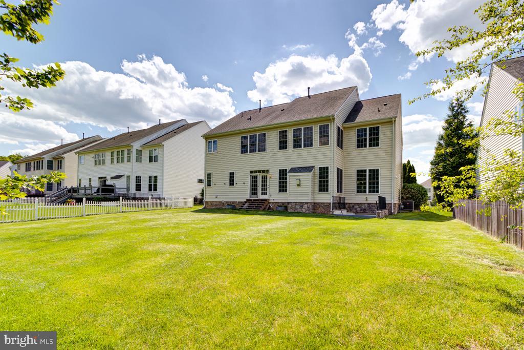 Nice-sized flat backyard, ready to customize - 23096 RED ADMIRAL PL, BRAMBLETON