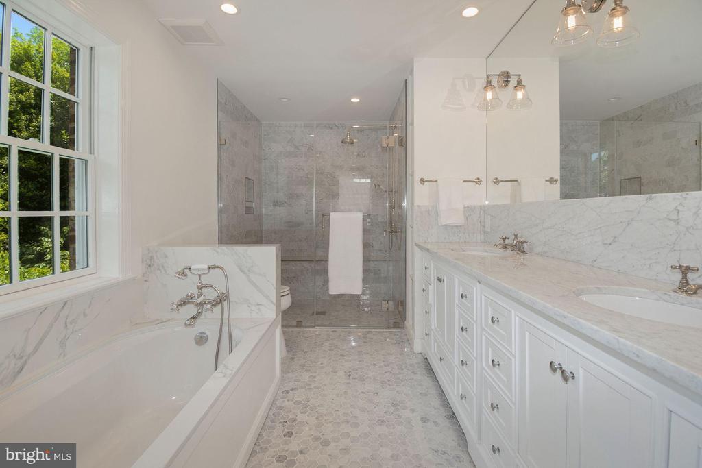 Owner Full Bath - 3033 WEST LANE KEYS NW, WASHINGTON