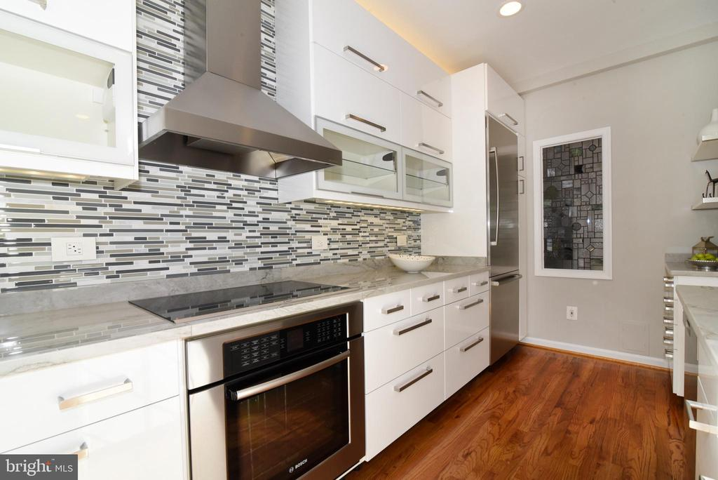 Kitchen induction cooktop and hood - 12143 CHANCERY STATION CIR, RESTON