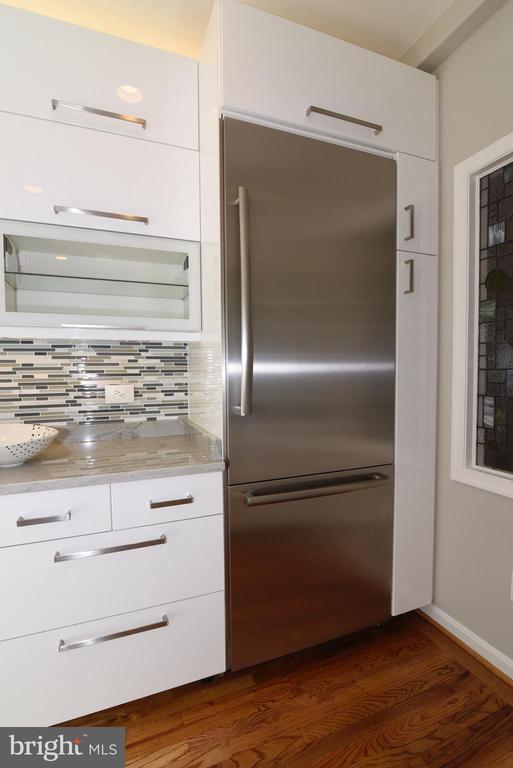 Stainless steel fridge - 12143 CHANCERY STATION CIR, RESTON