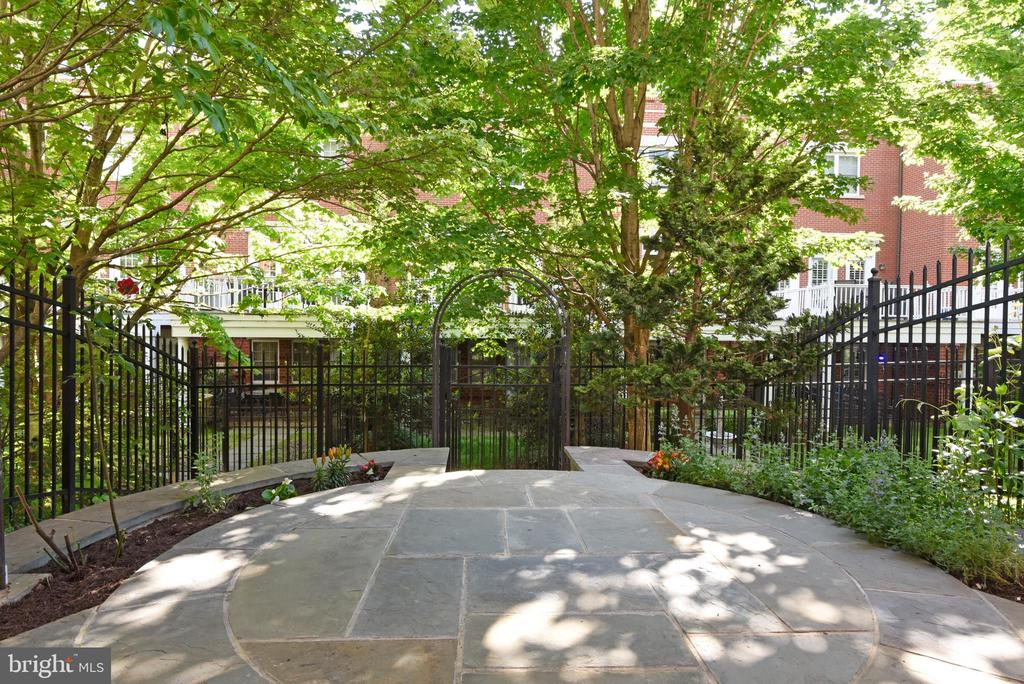 Flagstone patio with wrought iron fencing - 12143 CHANCERY STATION CIR, RESTON