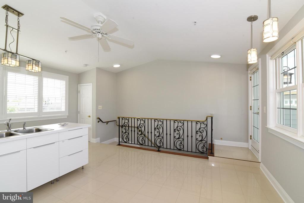4th level can be bdrm/den/craft rm or 2nd kitchen - 12143 CHANCERY STATION CIR, RESTON