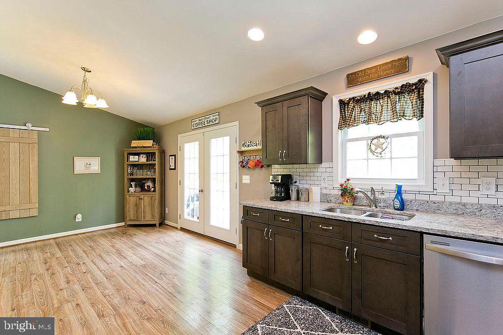 Kitchen-granite counter tops - 677 NORTHERN SPY DR, LINDEN