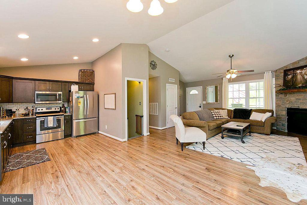 Open with high ceilings - 677 NORTHERN SPY DR, LINDEN
