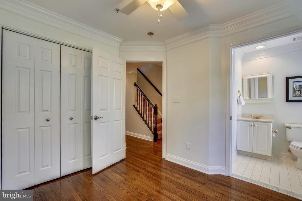 Second bedroom with ensuite bathroom - 8 KEITHS LN, ALEXANDRIA