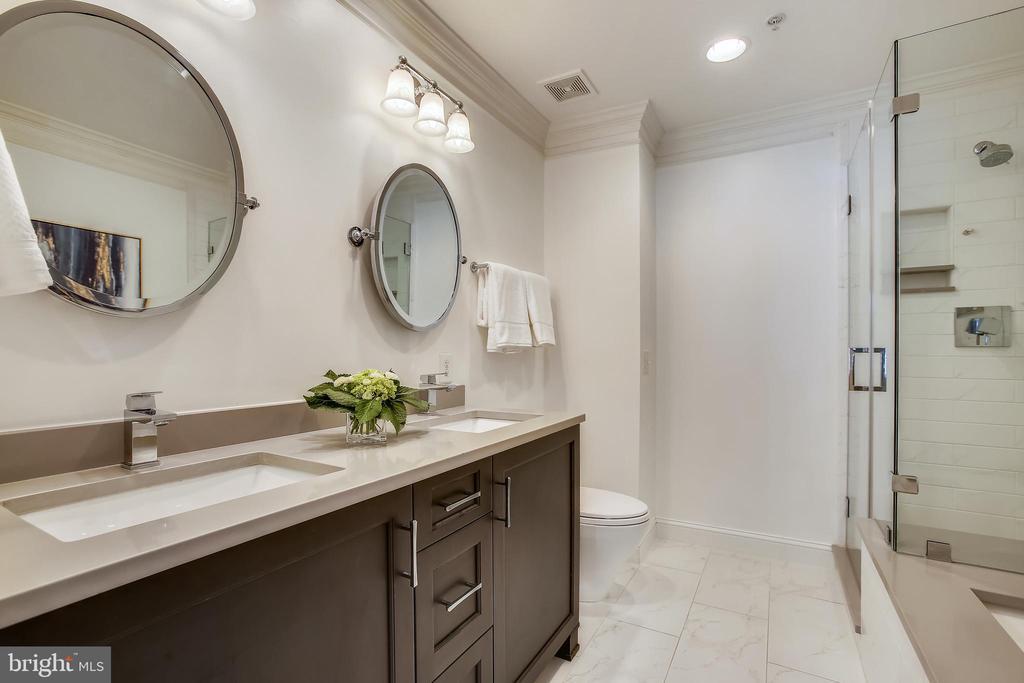 Renovated Primary bathroom - 8 KEITHS LN, ALEXANDRIA
