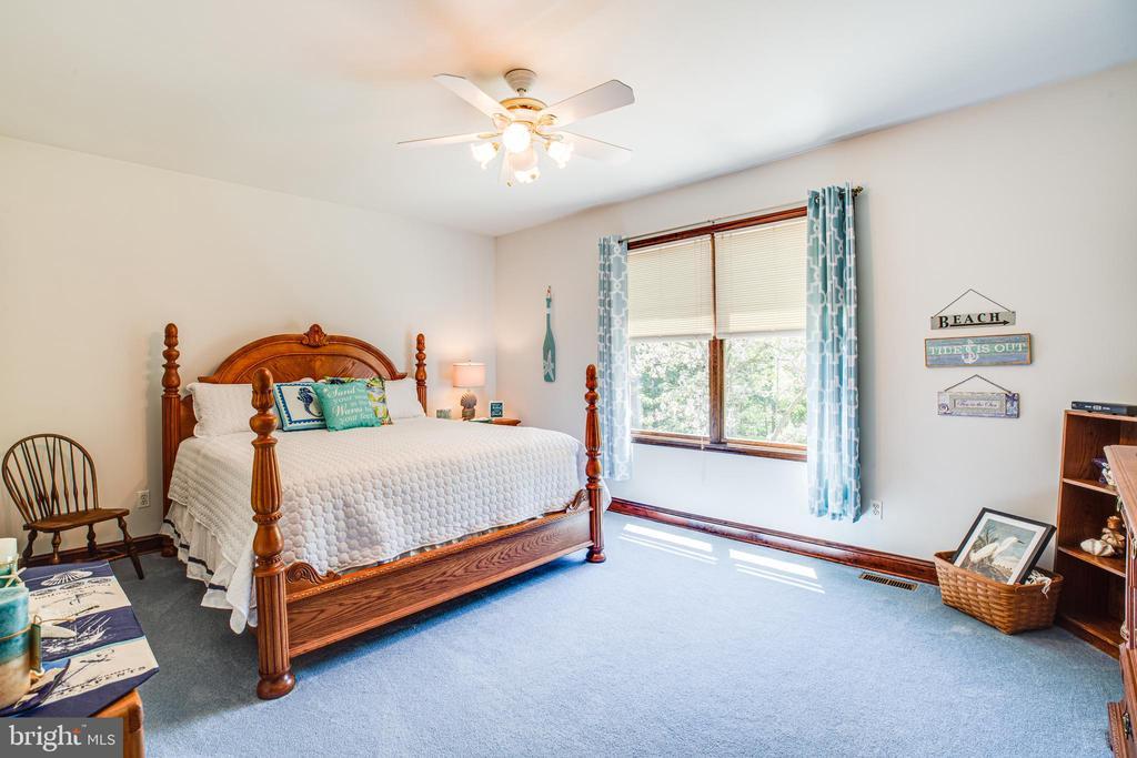 Bedroom 1- spacious room - 6559 OVERLOOK DR, KING GEORGE