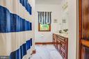 Full bathroom between two bedrooms - 6559 OVERLOOK DR, KING GEORGE