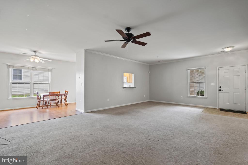 Family Room - 11104 WILLIAMSBURG CT, FREDERICKSBURG