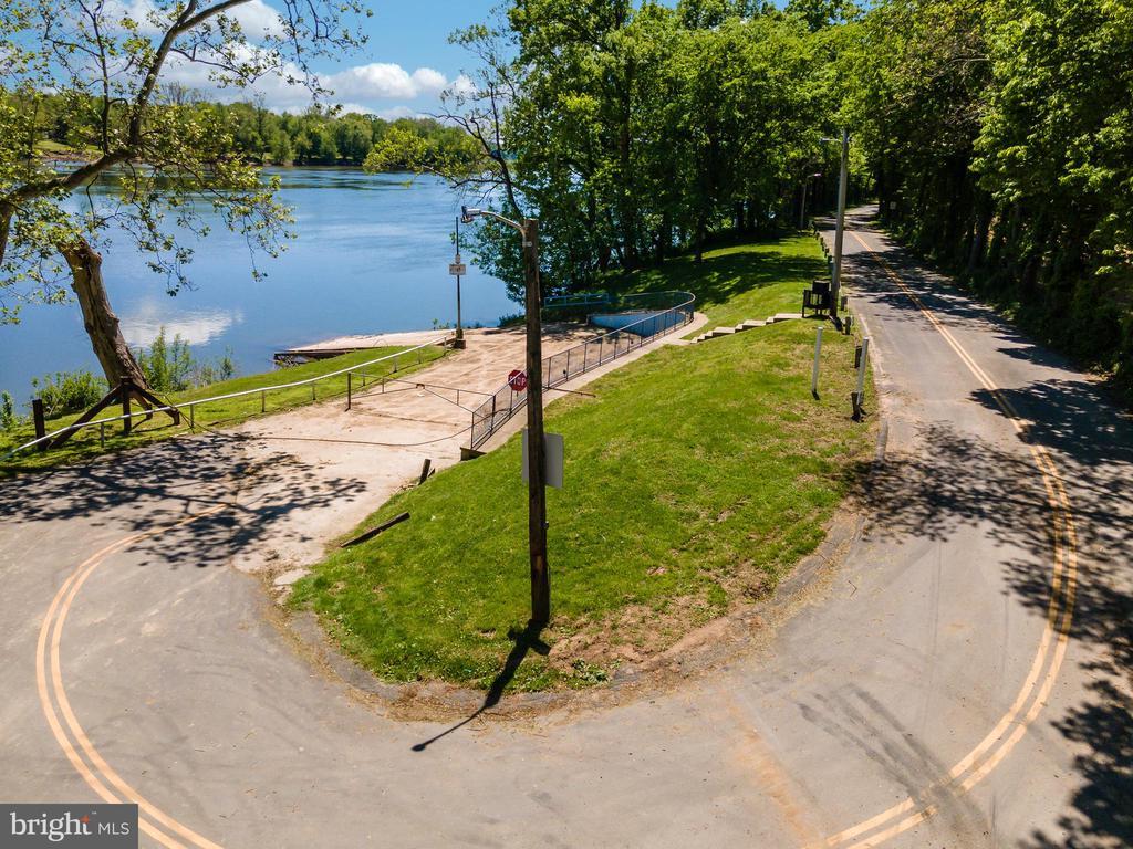 Walk Paths in Close Proximity To Potomac River - 42341 GREEN MEADOW LN, LEESBURG