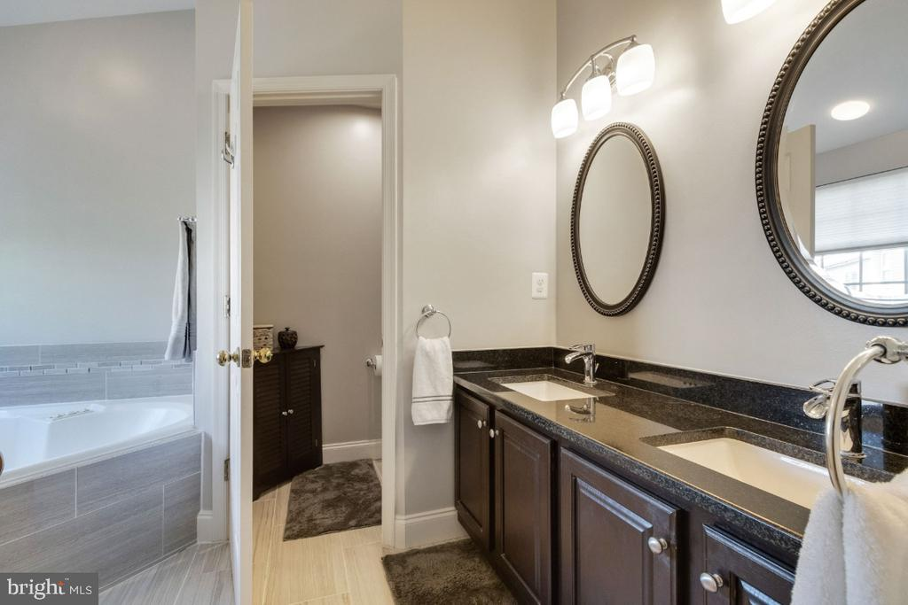 Luxury Bathroom with Water Closet - 25554 DABNER DR, CHANTILLY