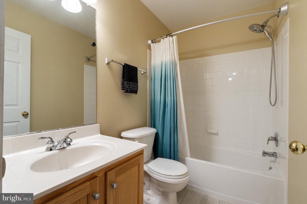 Lower Level Bathroom - 25554 DABNER DR, CHANTILLY