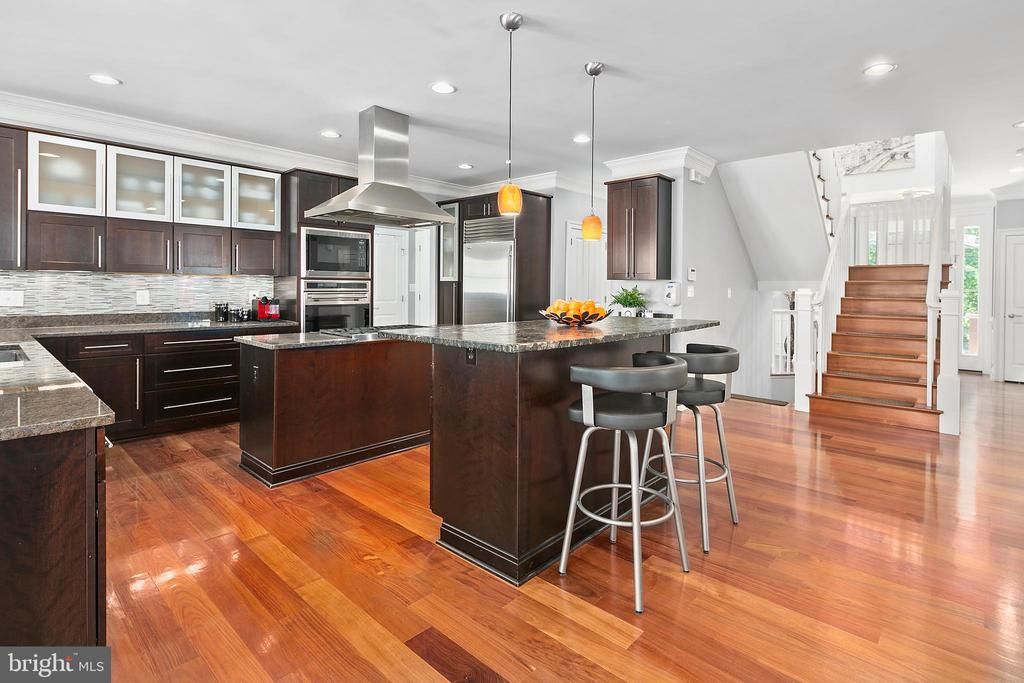 Amazing spaces abound in this residence - 2507 11TH ST N, ARLINGTON