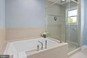 Primary bath: air jet tub & glass enclosed shower - 2507 11TH ST N, ARLINGTON