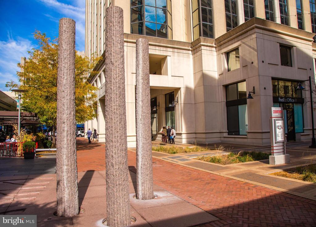 Community: Courthouse Metro & theatre - 2507 11TH ST N, ARLINGTON