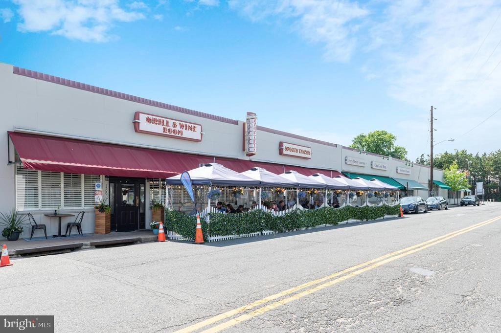 Near by Rampart's Restaurant & other shops - 3543 S STAFFORD ST #A, ARLINGTON