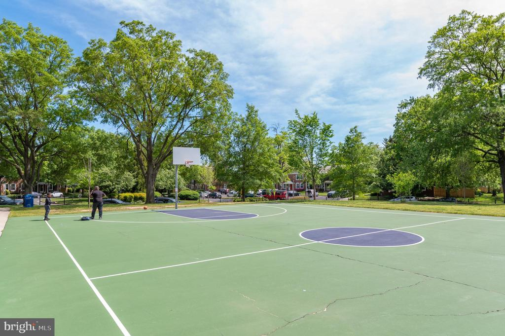Community basketball courts - 3543 S STAFFORD ST #A, ARLINGTON