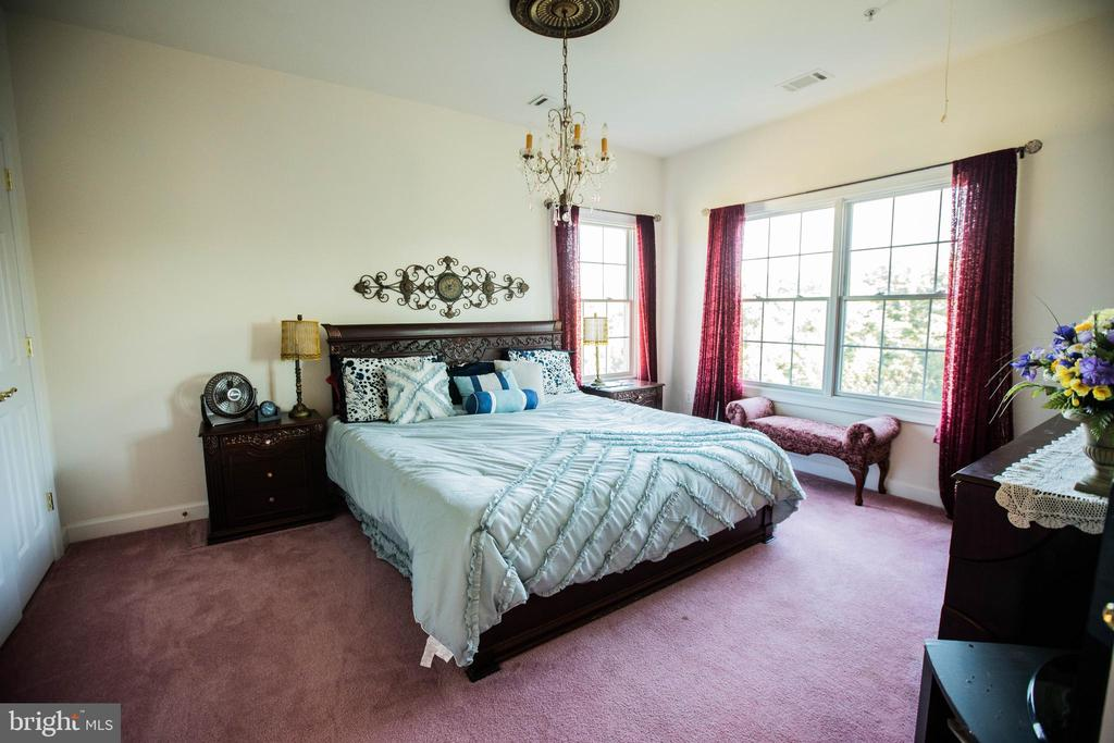 One of Jack & Jill bedrooms - 25103 HIGHLAND MANOR CT, GAITHERSBURG