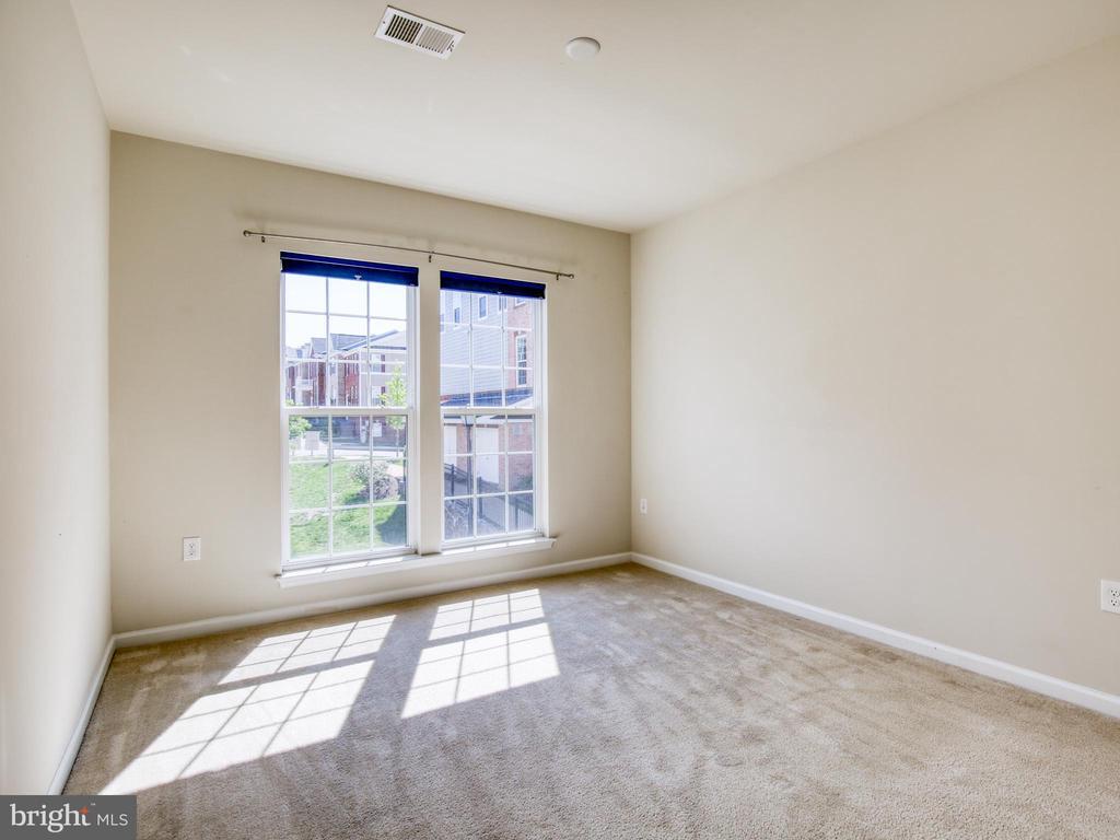 Light filled 3rd bedroom - 20607 GEDDES TER W, ASHBURN