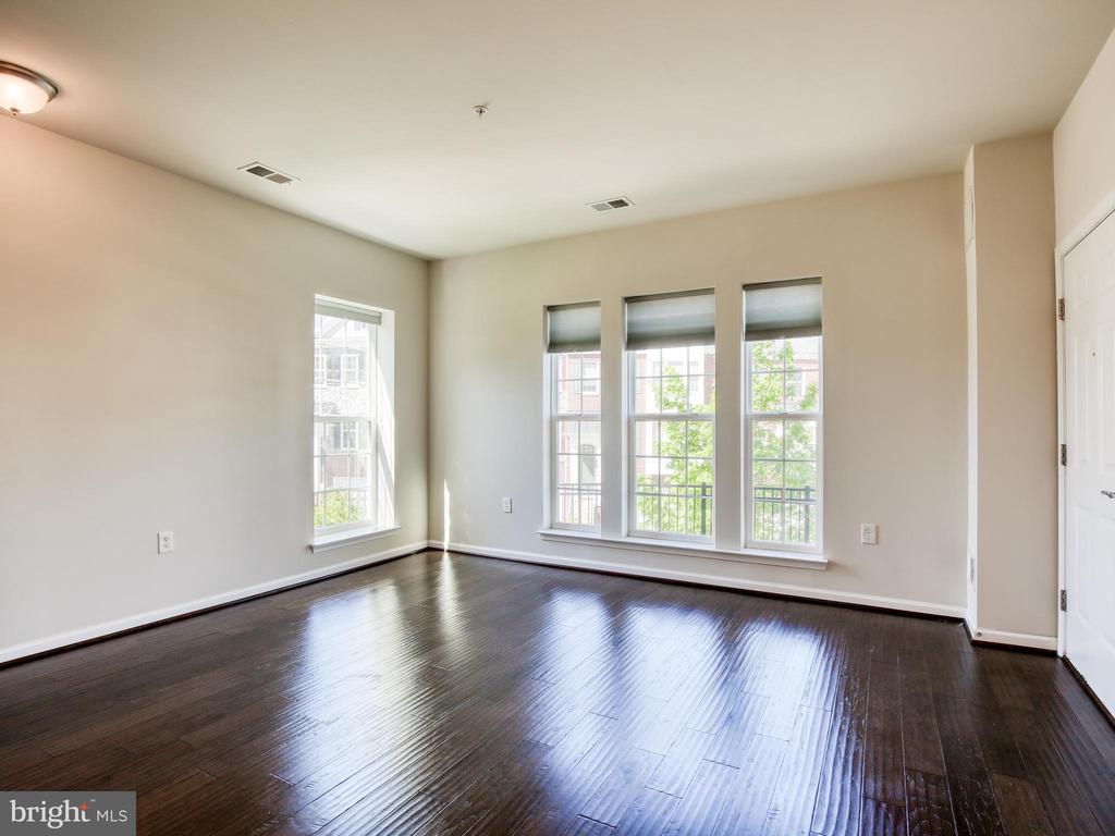 Beautiful Hardwood floors on main lavel - 20607 GEDDES TER W, ASHBURN