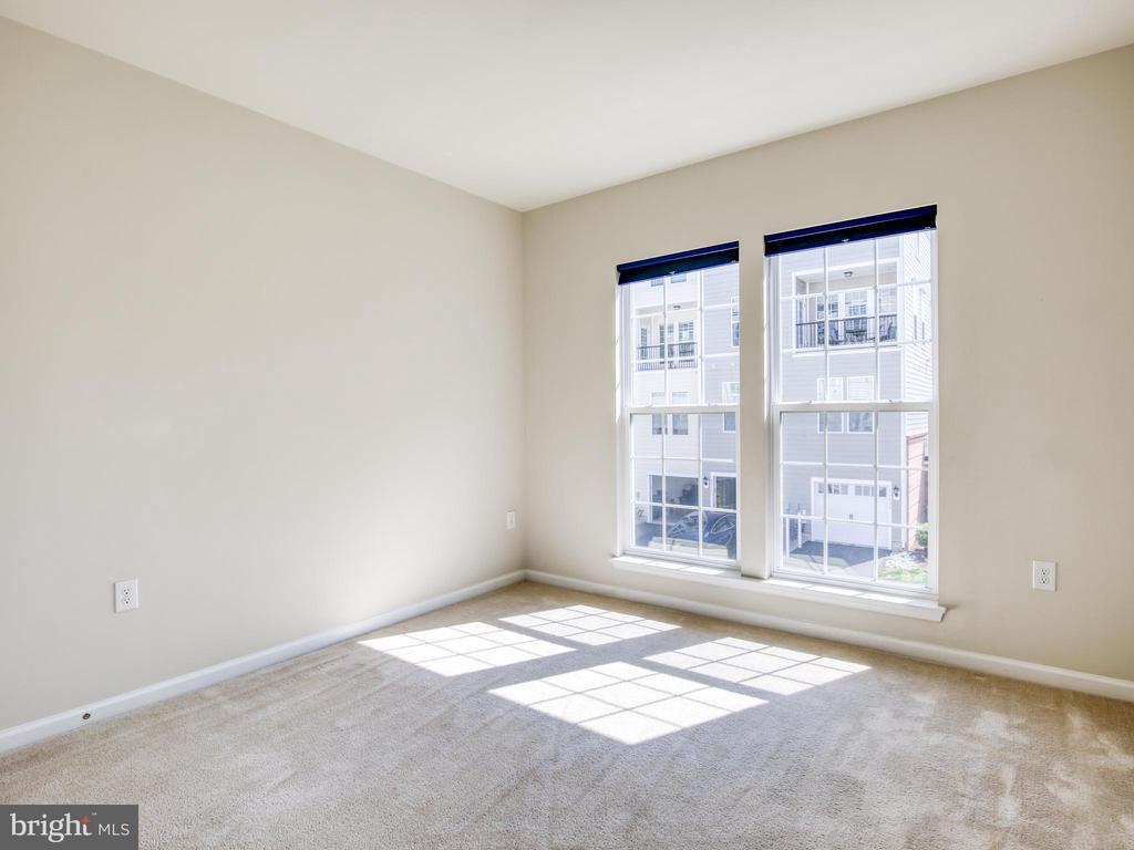 Lovely natural light in 2nd bedroom - 20607 GEDDES TER W, ASHBURN
