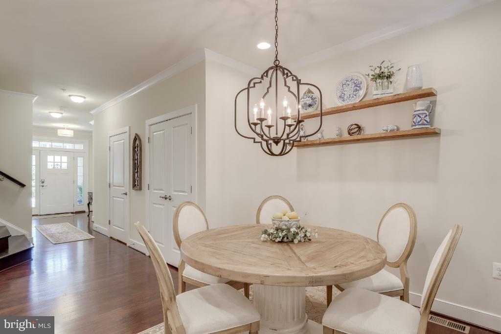 Open Floorplan w/ high ceilings, crown molding - 9754 KNOWLEDGE DR, LAUREL