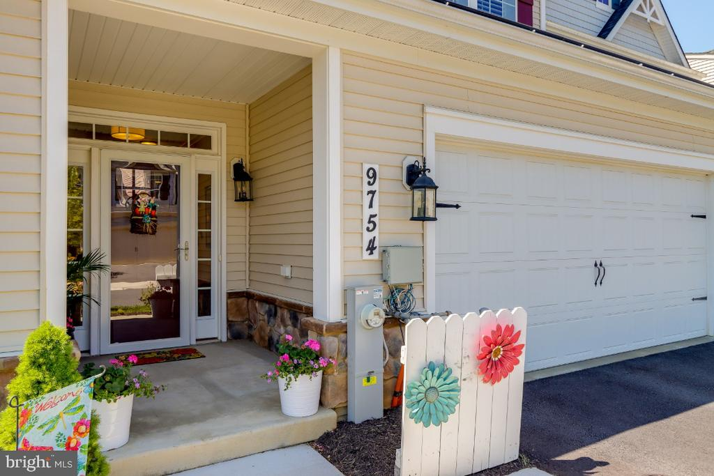 Covered Front Entryway - 9754 KNOWLEDGE DR, LAUREL