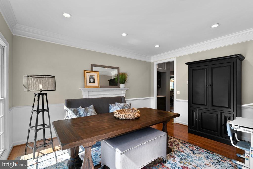 Formal Dining Room w/ Recessed Lights, Faux FP - 47273 OX BOW CIR, STERLING