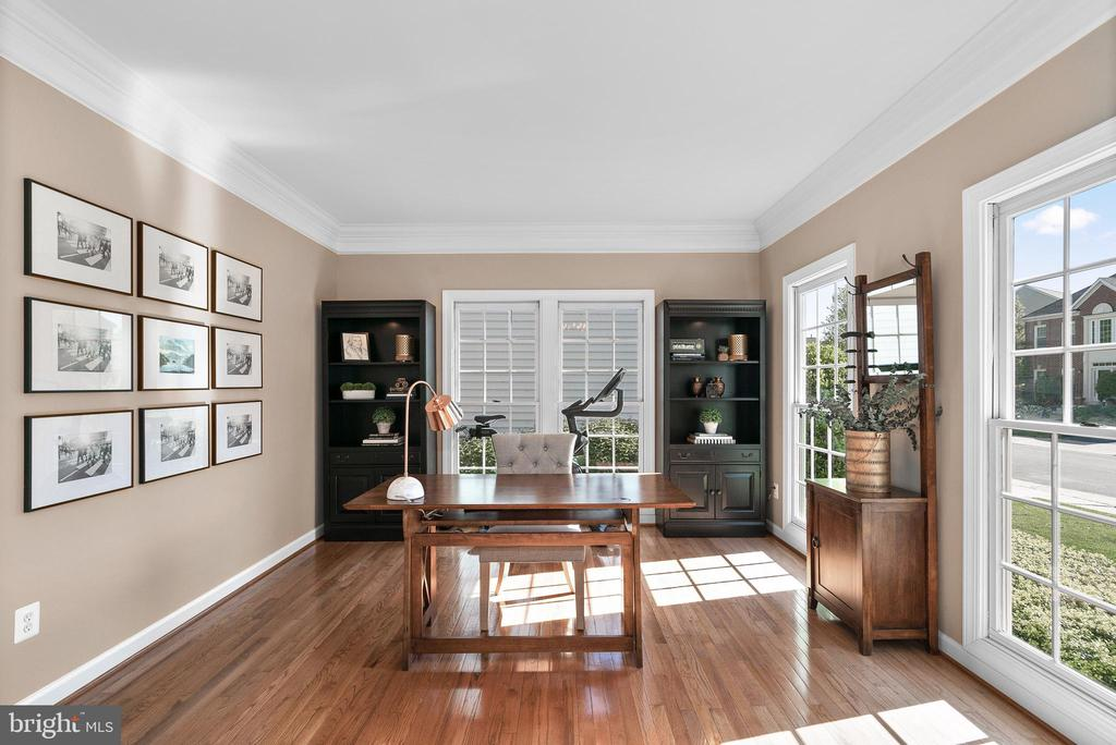Sunny Living Room Serving as Office #2 - 47273 OX BOW CIR, STERLING
