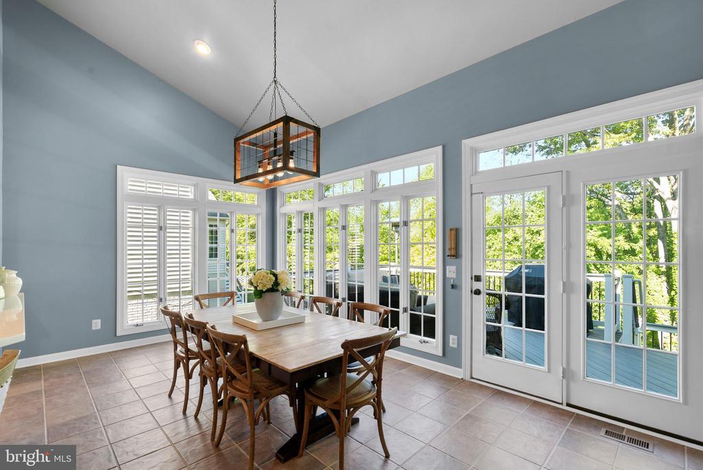 Sunny Breakfast Room w/ 10 Windows - 47273 OX BOW CIR, STERLING