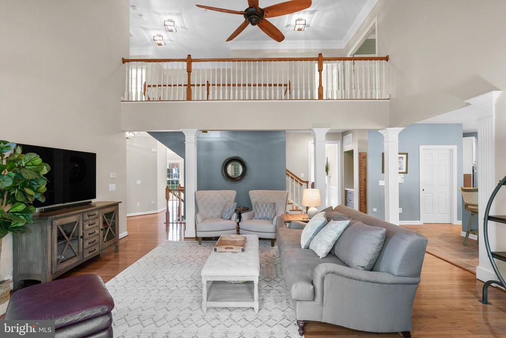 Soaring Entertaining Spaces - 47273 OX BOW CIR, STERLING
