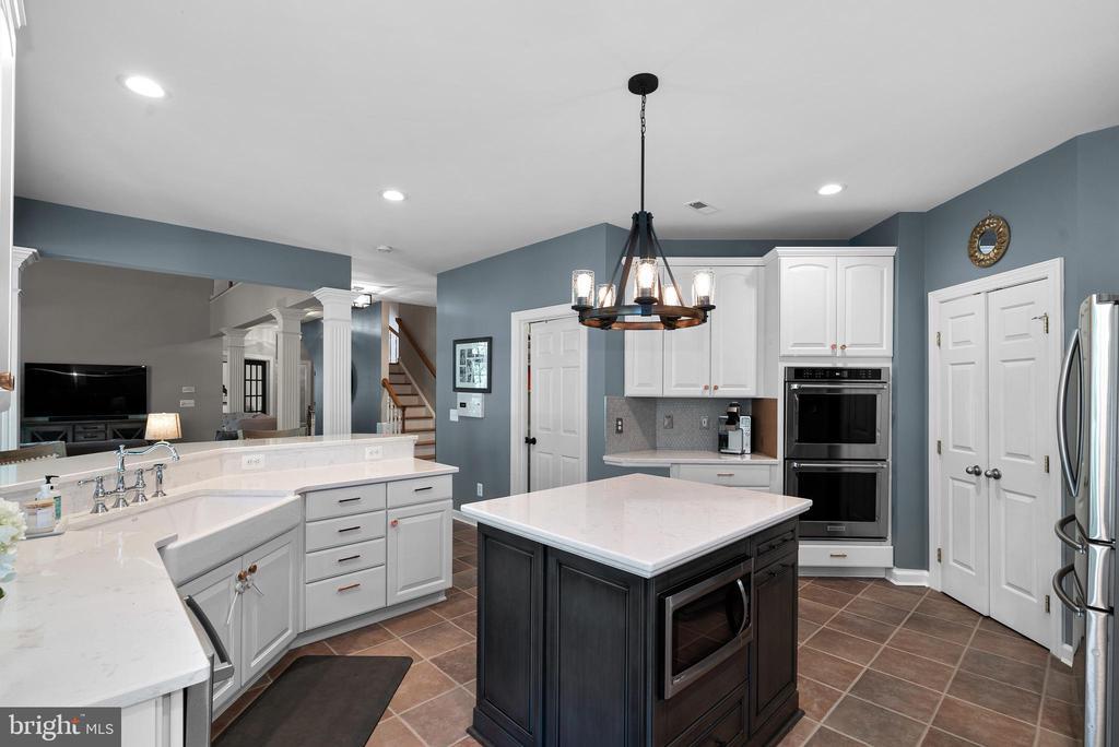 Impressive Gourmet Kitchen w/ SS Appliances - 47273 OX BOW CIR, STERLING