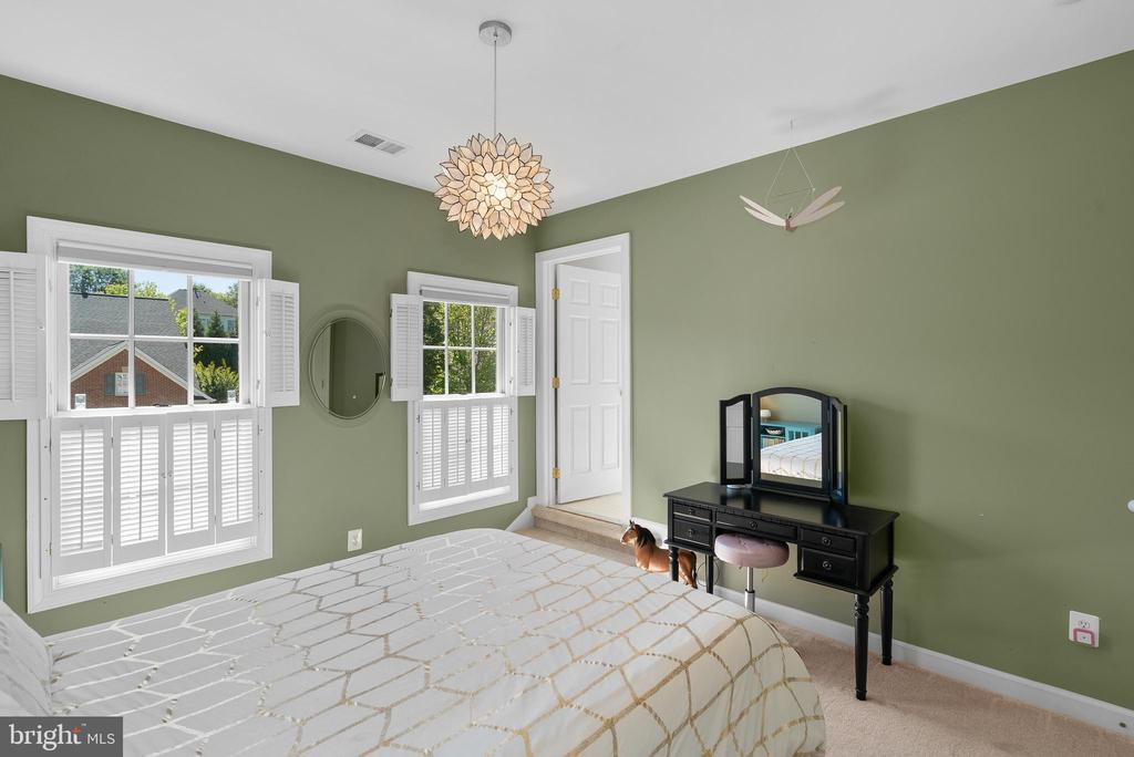 Bedroom #3 w/ New Carpet & Custom Closet - 47273 OX BOW CIR, STERLING