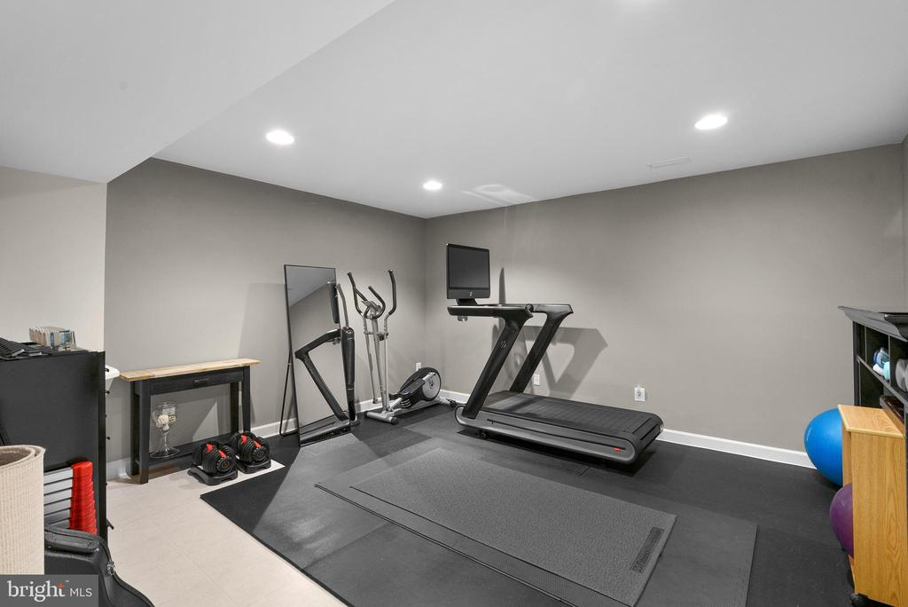 Gym, Den, or Finished Storage Room - 47273 OX BOW CIR, STERLING