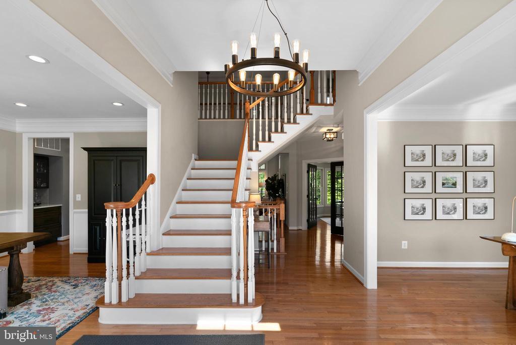 Hardwoods in Foyer, LR, DR, Office, Fam Room - 47273 OX BOW CIR, STERLING