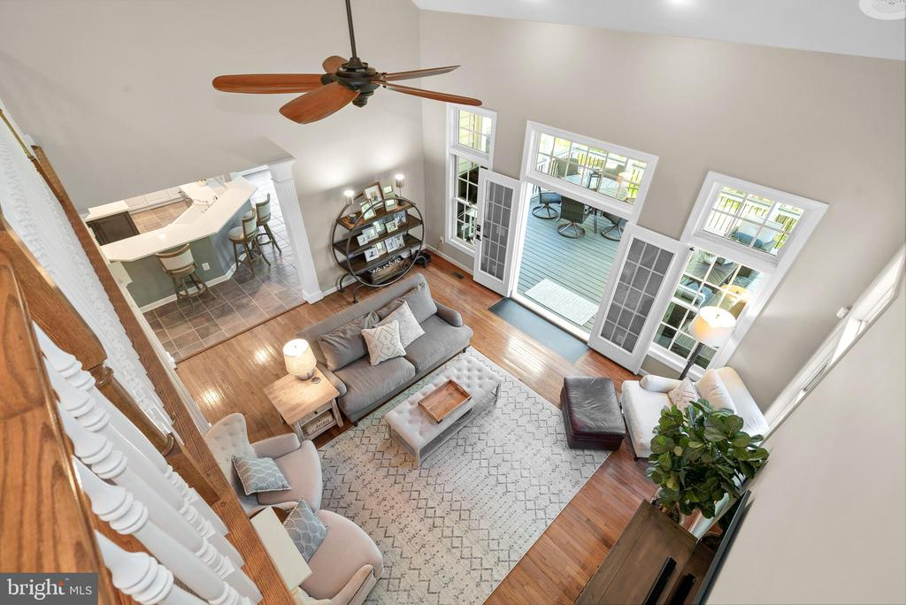 2-Story Family Room - 47273 OX BOW CIR, STERLING