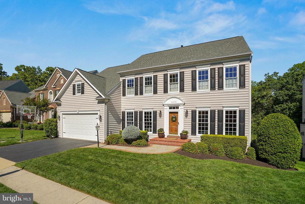 Pristine Updated Rivercrest Beauty - 47273 OX BOW CIR, STERLING