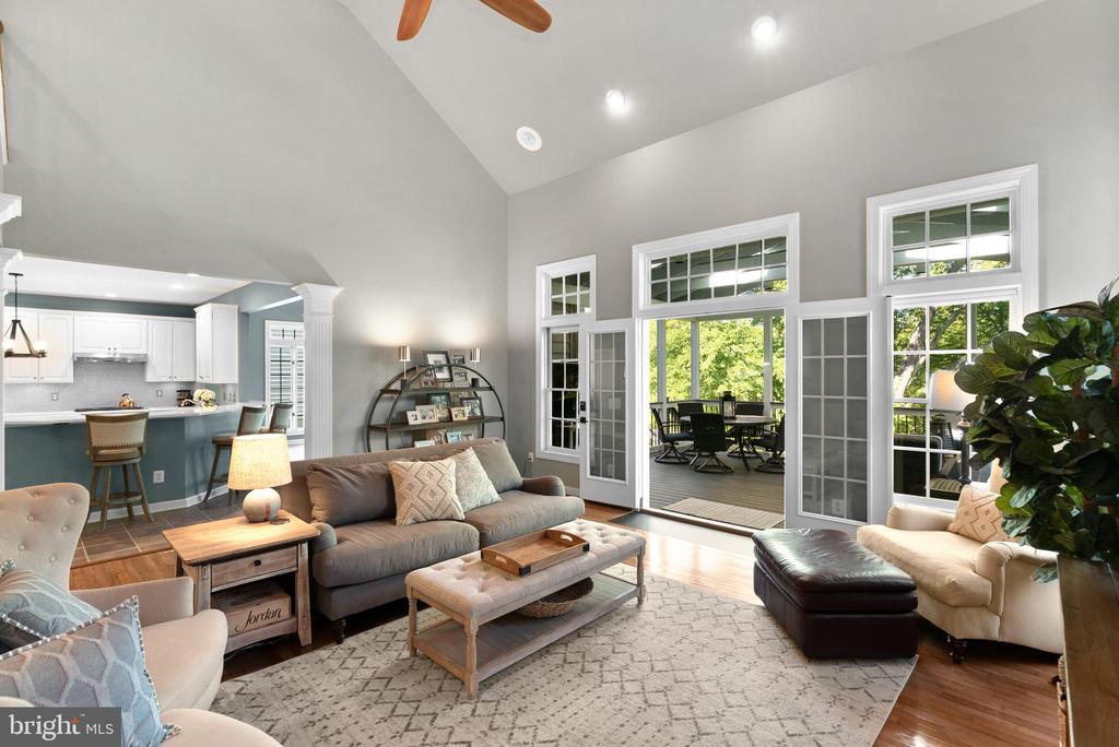 Screened Porch off Impressive Family Room - 47273 OX BOW CIR, STERLING