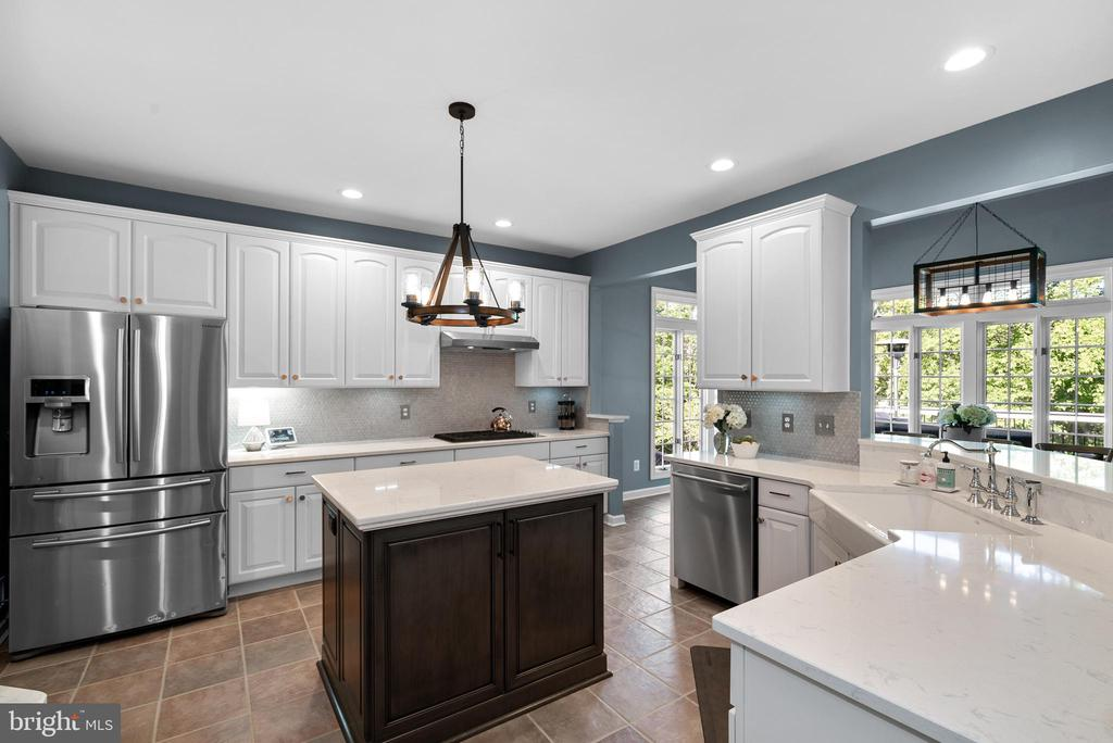 Gorgeous Kitchen w/ Cambria Torquay Quartz - 47273 OX BOW CIR, STERLING