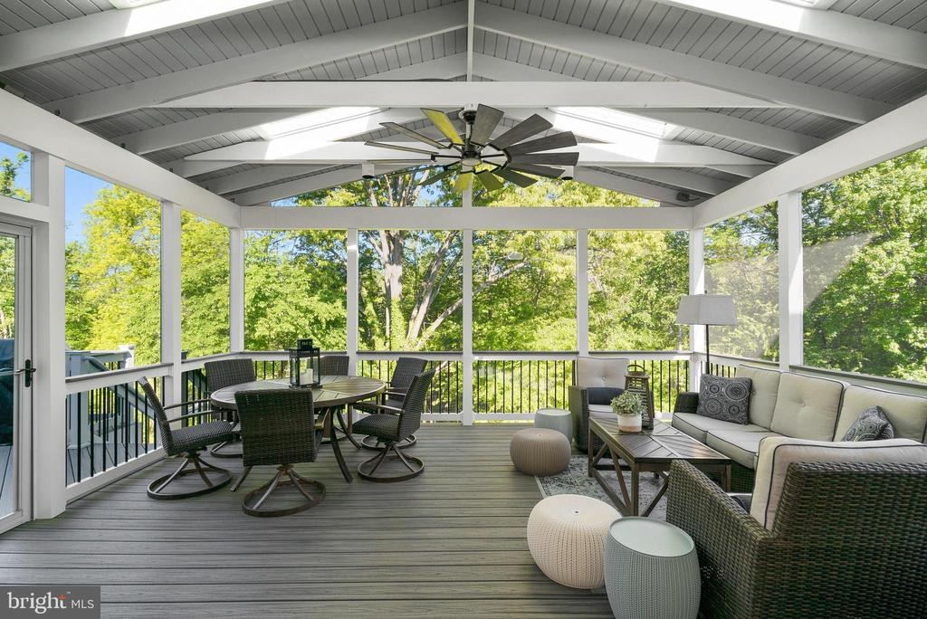 Entertain on the Spacious Screened Porch - 47273 OX BOW CIR, STERLING