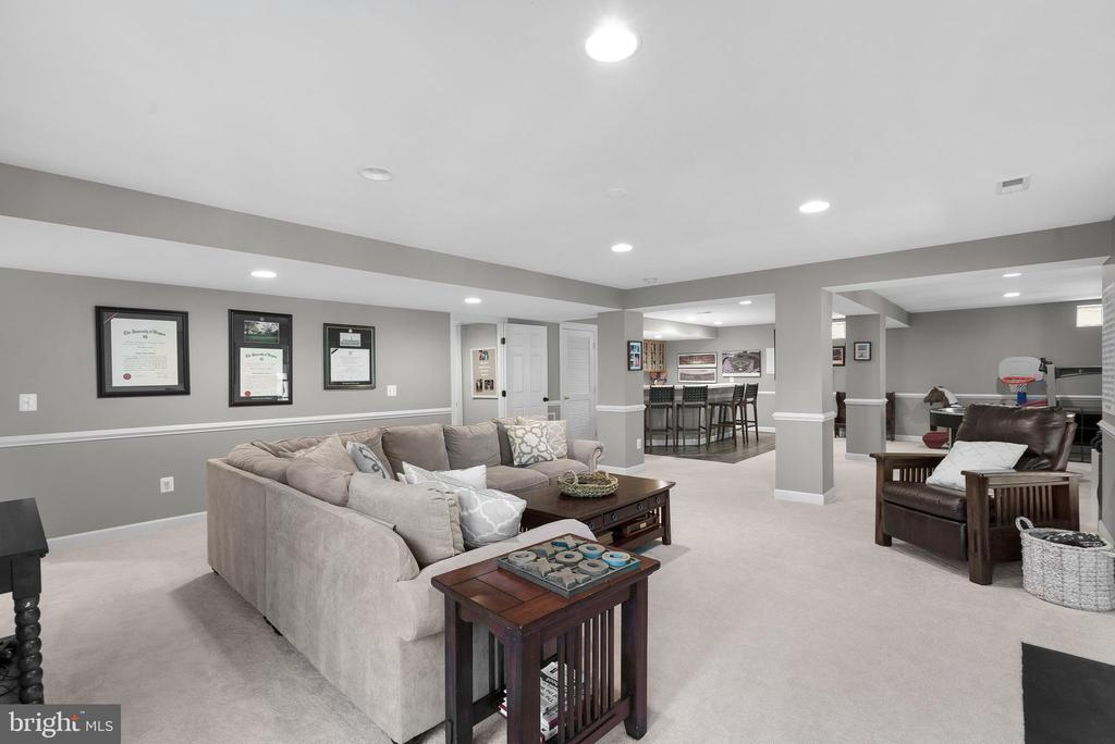 Rec Room in Finished Lower Level - 47273 OX BOW CIR, STERLING