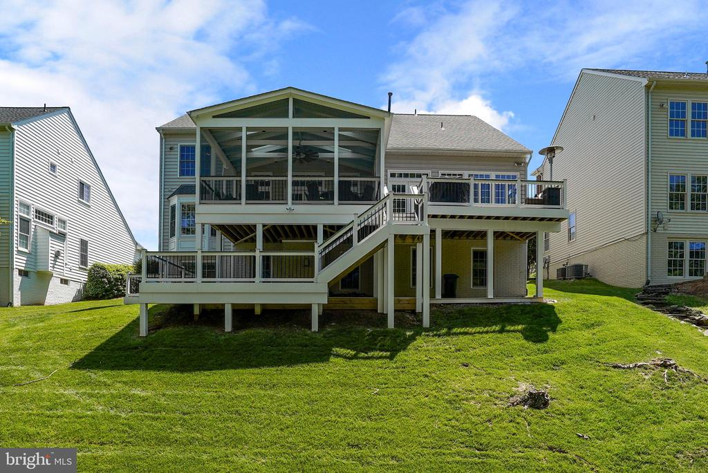 Expansive Screened Porch, Deck, Walk & Patio - 47273 OX BOW CIR, STERLING