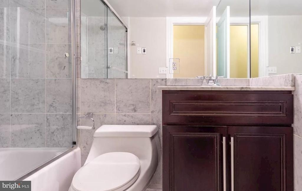 Unit 2 - Full Bath with Marble Tiles - 1700 13TH ST NW, WASHINGTON