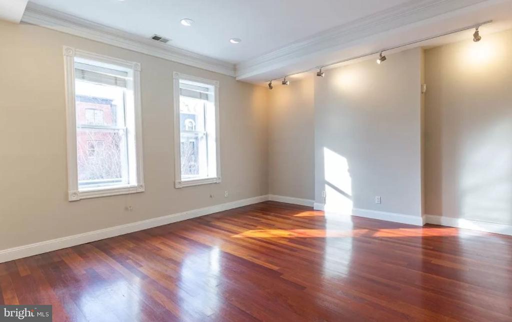 Unit 2 - Spacious Living Room - 1700 13TH ST NW, WASHINGTON