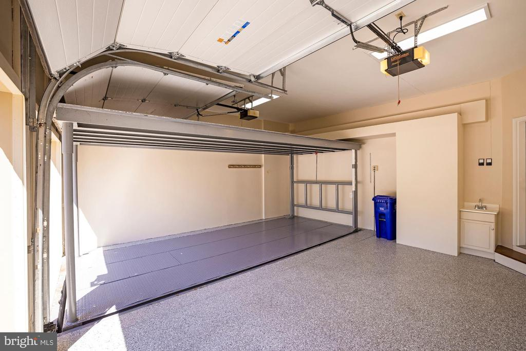 3-Car Garage with Lift - 3823 N RANDOLPH CT, ARLINGTON