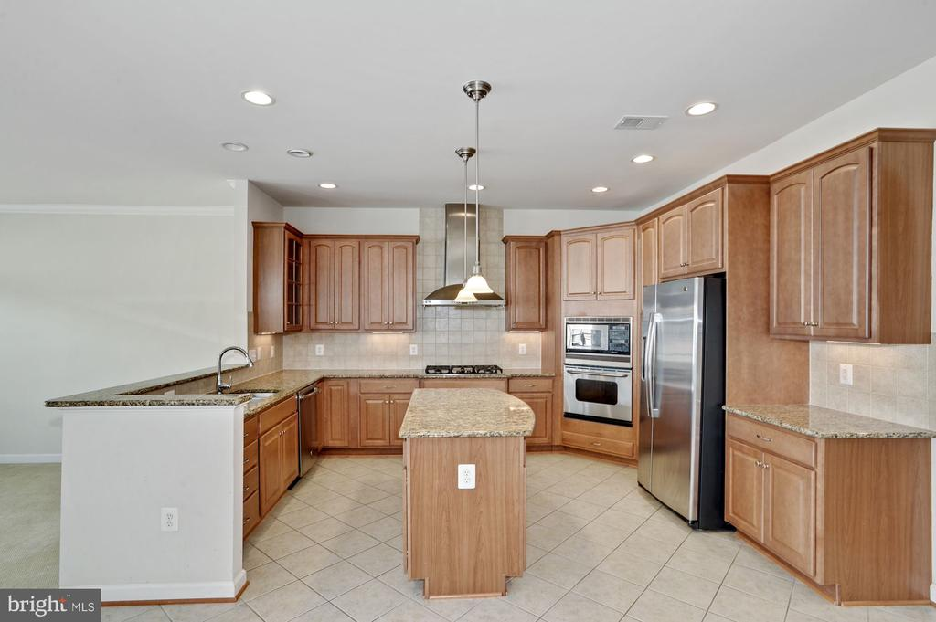Kitchen with granite counters - 24905 EARLSFORD DR, CHANTILLY