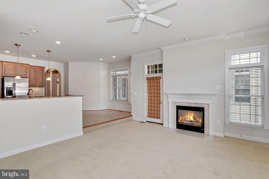 Gas fireplace in family room - 24905 EARLSFORD DR, CHANTILLY
